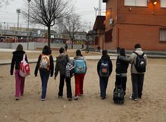Niños andando