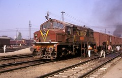 * Indien  # 4  E-Loks, Dieselloks, Triebwagen *