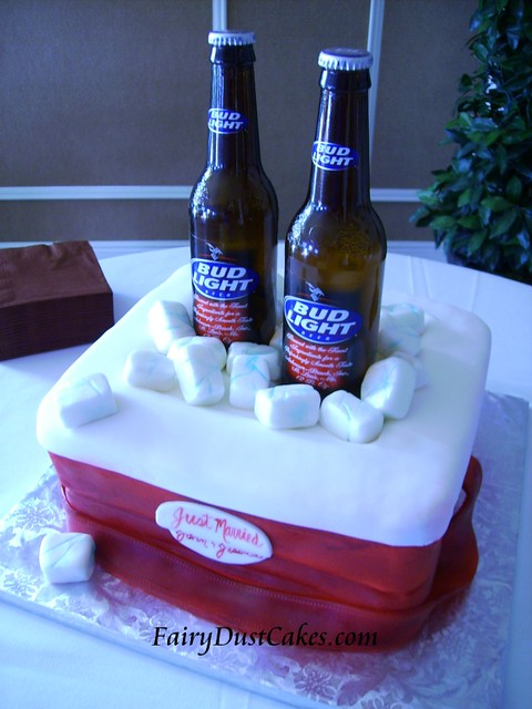 Beer Cooler Cake http://www.flickriver.com/photos/47359205@N00/3213129530/