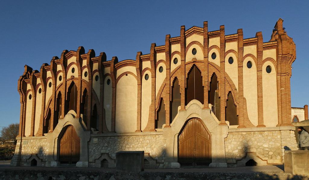 Façana del celler. Imatge: Josep Giribet - D.G. del Patrimoni Cultural. Llicència Creative Commons Reconeixement - No comercial - Sense obres derivades