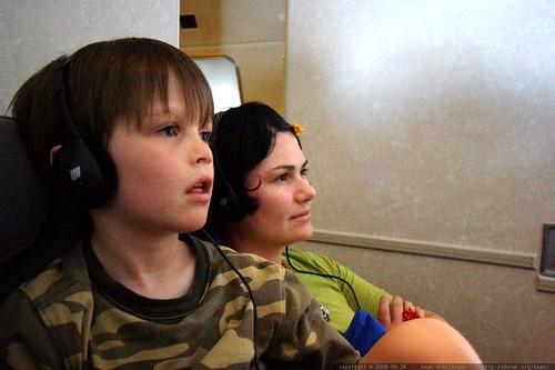 rachel & nick flying to kauai    MG 1191