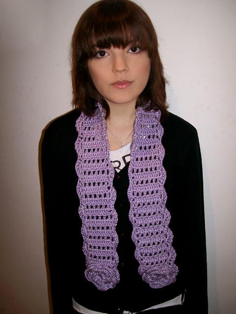 bufanda lila con flores bufanda tejida al crochet con detalle de ...