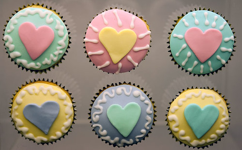 Cupcake Decorating Ideas With Royal Icing : Sheryl s Cupcakes: The World Needs You to Do What You Love