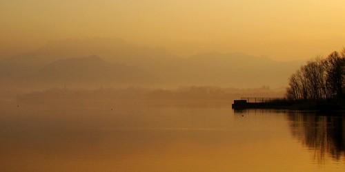 italy lake sunrise wow lago italia alba brianza lombardia pusiano resegone fiatlux otw lagodipusiano mycameraneverlies landscapesdreams grouptripod oneofmypics