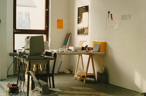 Ausstellung 'Atelier' in der Hohenstaufenstr. 8 im September 1992 -- atelier-1992-raum-fenster-2