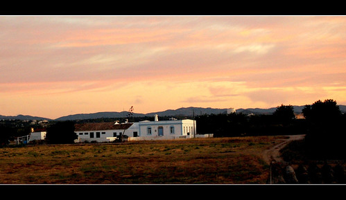 SUNRISE AT THE FARM (TAVIRA/PORTUGAL)