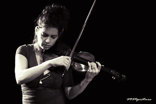 2 Foot Yard - Carla Kihlstedt @ Bimhuis  by concert fotograaf Utrecht Maarten Mooijman