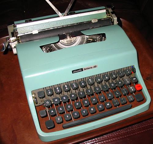 Olivetti Lettera 32, c. 1975