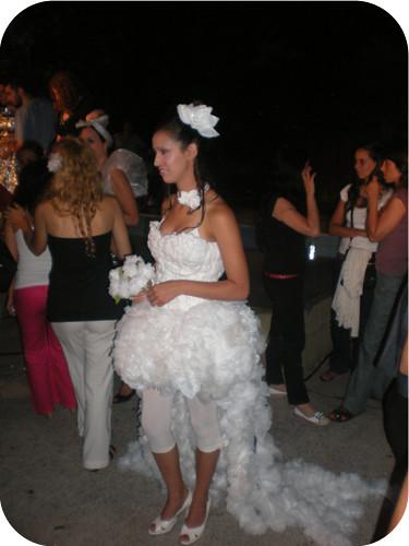 vestido de novia hecho con bolsas de basura | marian.- | flickr