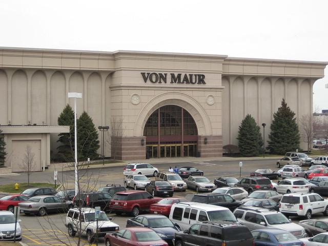 Yorktown Center, Lombard IL, Von Maur, Mall Shops