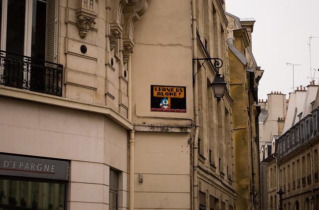 Space invaders rue rambuteau paris 2 space invaders flickr photo sharing - Rue rambuteau paris ...