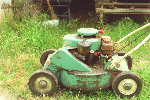 Reo lawn mower, side