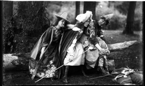 Theatrical performance at Western College on Tree Day 1902