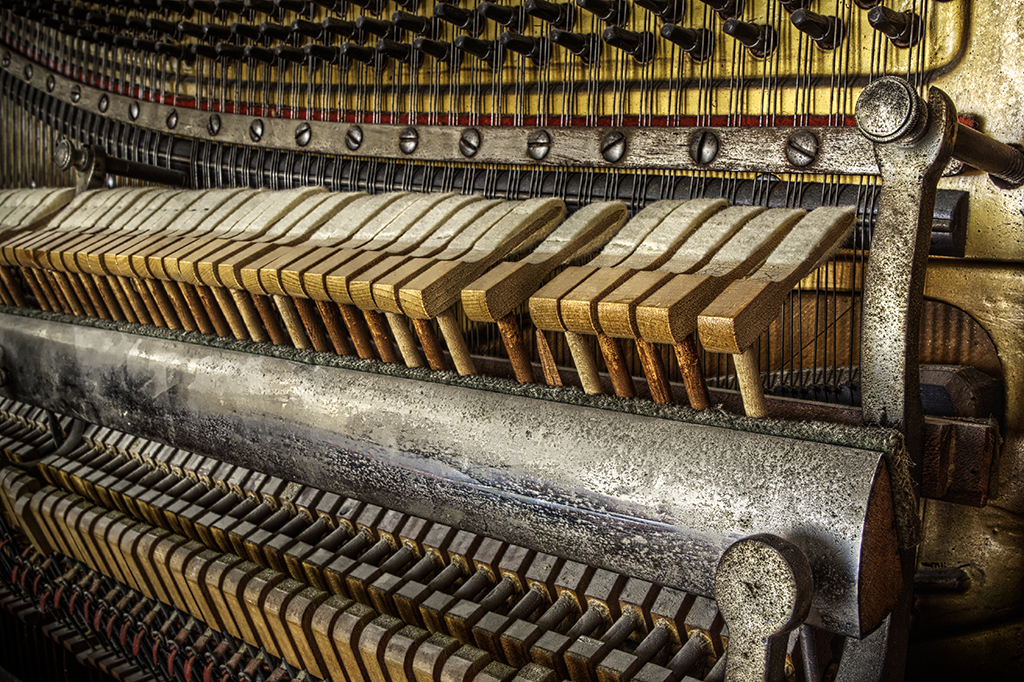 Antique Piano in HDR