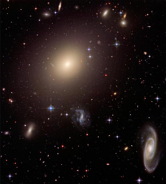 Elliptical Galaxy ESO 325-G004 in Abell Cluster S0740 ...
