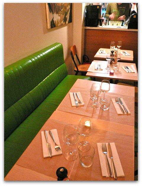 Restaurant le cul de poulerue des martyrs paris hotels for Restaurant le miroir rue des martyrs