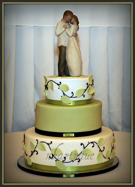 Willow Tree Wedding Cake cakeboxsoc kindly gave me permission to use her