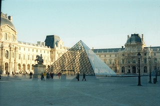 .4. //60g/1k/1149/59.f - Glass pyramide by Ieoh Ming Pei at The Louvre Museum, Paris Winter 1996