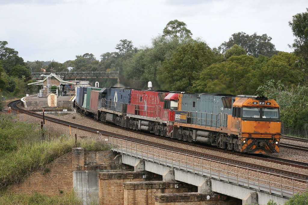 Pacific National 7MB4 Intermodal by Robert Cook