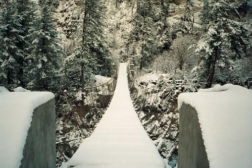 travel bridge nepal himalaya suspensionbridge annapurna
