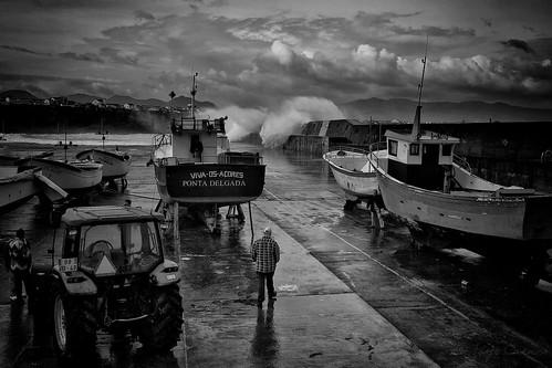 bw storm portugal geotagged boats fishing barcos wind harbour pb rest pesca vento azores cais açores tempestade sãomiguel ribeiragrande rabodepeixe repouso jorgecardoso piedadelalanda geo:lat=37816853 geo:lon=2558292