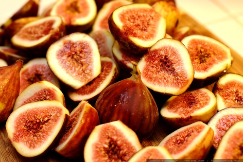 sliced figs on a cutting board    MG 5036