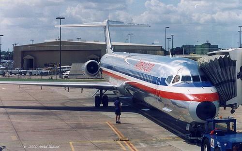 AA MD80 at HOU gate