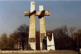 Pomnik ofiar czerwca 1956,Poznań. Nov 1989