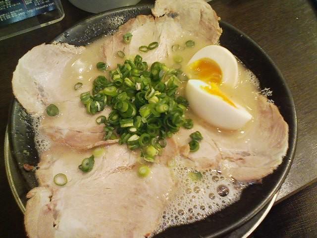 博多一幸舎 味玉チャーシュー麺