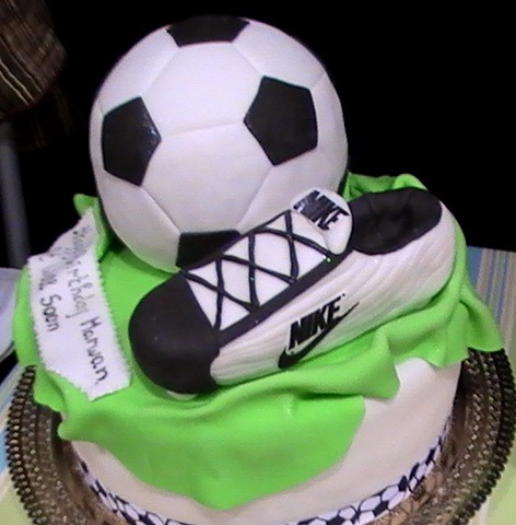 Football Themed Cakes http://www.flickr.com/photos/thehouseofcakesdubai/3210923492/