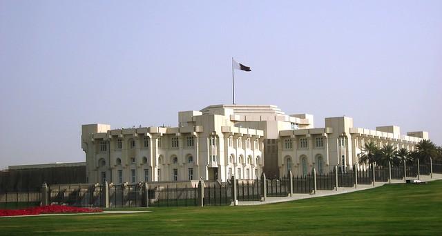 Doha qatar the older buildings the emiri diwan for Diwan amiri qatar