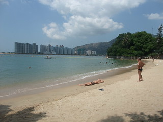 Attēls no Kadoorie Beach 加多利灣泳灘 Kadoorie Beach pie Tuen Mun. beach bay dating housingestate wikicommons