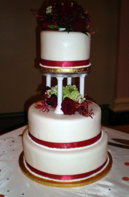 wedding cake with columns photo 26852