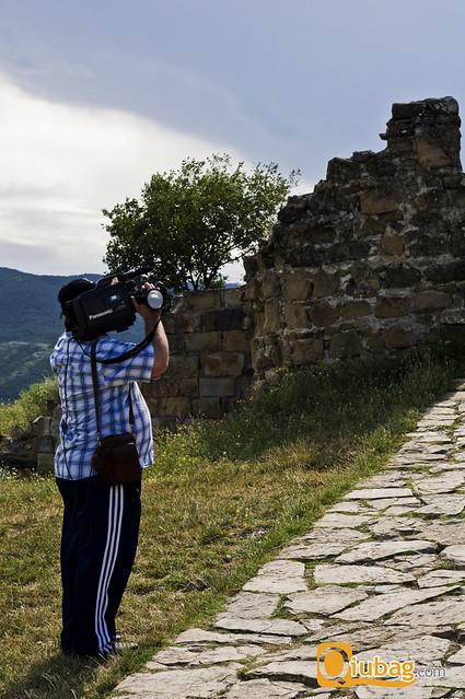Turyści filmują wycieczkę do Gruzji