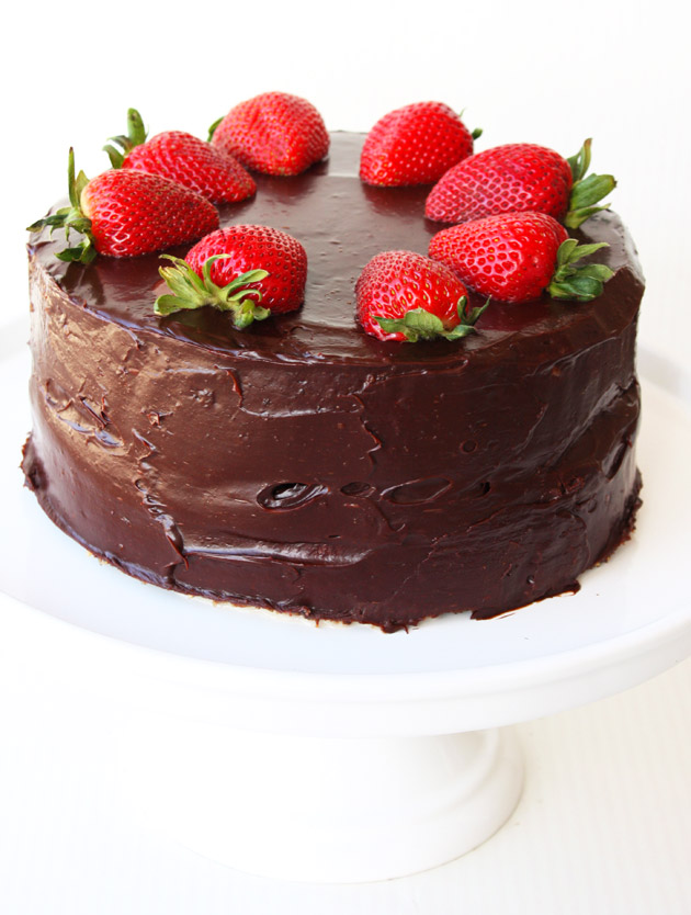 Cake With Chocolate Ganache And Strawberry Filling : Tres Leches Marble Cake With Strawberries and Chocolate ...