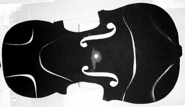 Violin shaped Chladni plate 145.2  Hz