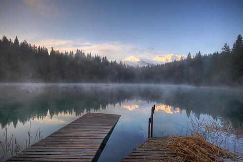 blue lake water sunrise landscape schweiz switzerland see spring sonnenaufgang morgen hdr mystic flims frühling steg trin graubünden grisons aplusphoto crestasee flimserbergsturz crestasee2