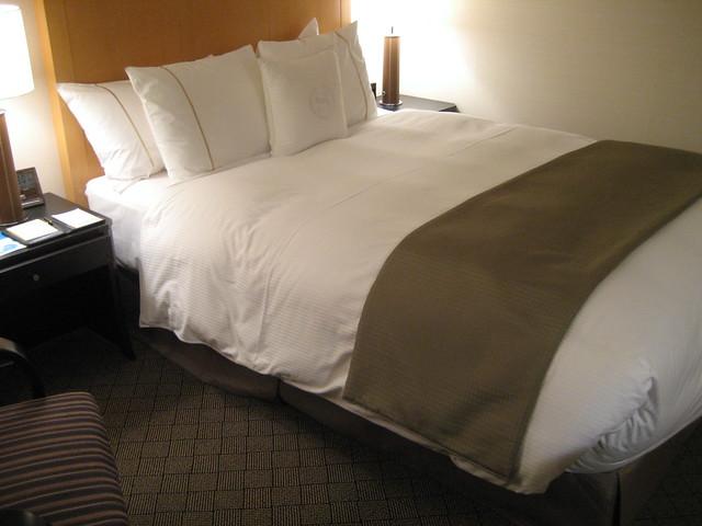 ベッドの占める割合がデカいw ...