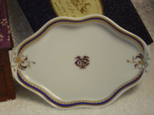 Gifts to me from friends of Yokohama International Women's Club ~ dish close-up