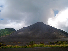 prairie, cloud, mountain, spoil tip, plain, hill, highland, ridge, plateau, fell, stratovolcano, mountainous landforms, volcanic landform,