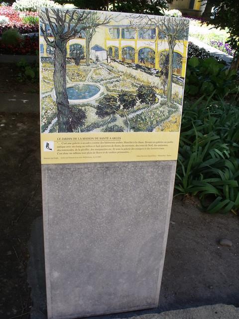 Espace van gogh arles plaque le jardin de la maison for Le jardin voyageur peter brown
