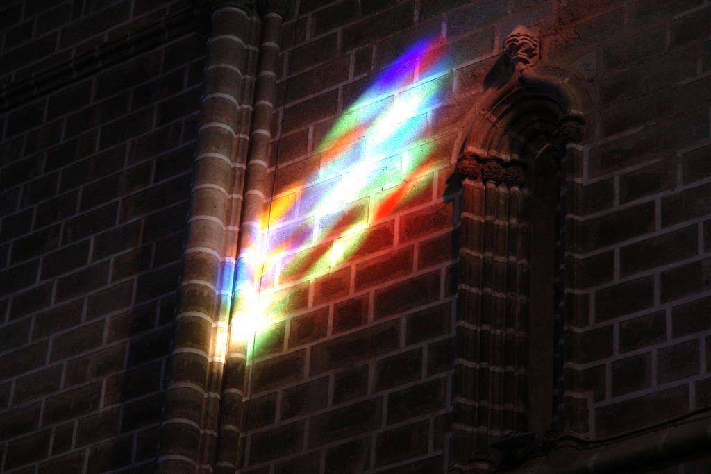 Luz proyectada en las paredes de la iglesia desde los tragaluces Évora, y su siniestra Capilla de los Huesos - 3306022881 4c6c540afc o - Évora, y su siniestra Capilla de los Huesos