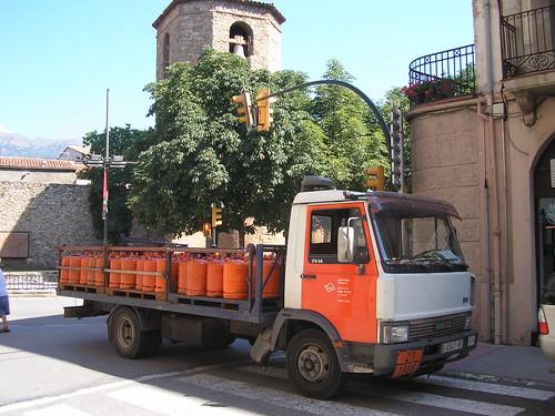 Iveco de distribució de butà a Sant Joan de les Abadesses (Girona)