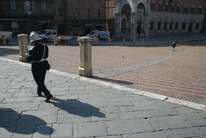 Il Campo de Siena con policía