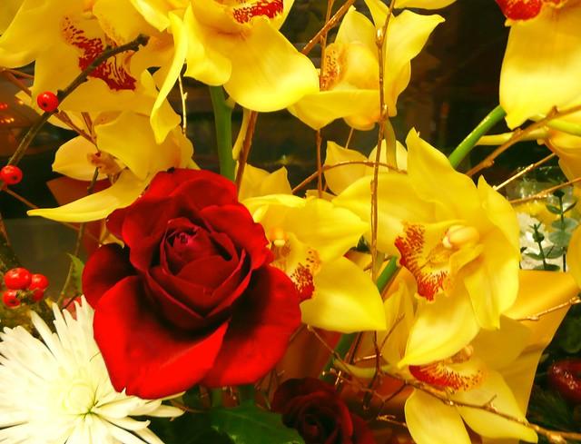 bouquet rose fleurs blanche oranges jaunes explore gelinh 39 flickr photo sharing. Black Bedroom Furniture Sets. Home Design Ideas