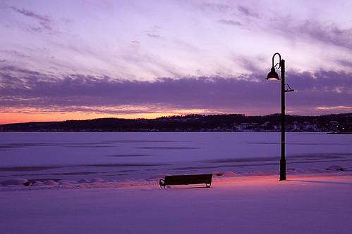 light sunset snow ice bench evening twilight purple dusk spotlight lamppost bigmomma canandaigualake kershawpark canandaiguany ifyoureintothatsortofthing pfogold aviewoftheice