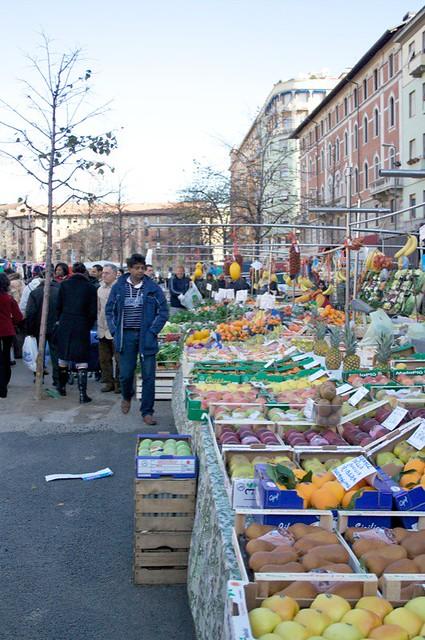 Street market in milan explore sara maternini 39 s photos for Milan food market