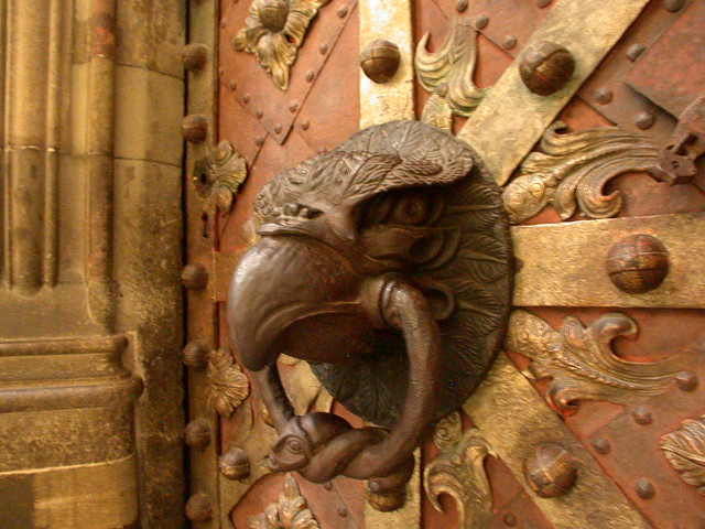 Eagle door knocker on chapel in st vitus cathedral prague for Door z prague