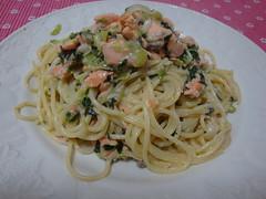 vegetarian food(0.0), linguine(0.0), fettuccine(0.0), spaghetti alle vongole(1.0), bucatini(1.0), spaghetti(1.0), pasta(1.0), clam sauce(1.0), spaghetti aglio e olio(1.0), produce(1.0), pici(1.0), food(1.0), dish(1.0), capellini(1.0), carbonara(1.0), cuisine(1.0),