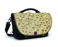 brown(0.0), bag(1.0), shoulder bag(1.0), messenger bag(1.0),